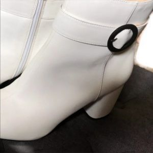 NINE WEST WHITE ANKLE BOOTS W BOX WORN 1 SIZE  8